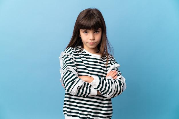 Mała dziewczynka na białym tle uczucie zdenerwowania