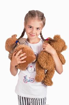 Mała dziewczynka trzyma misia