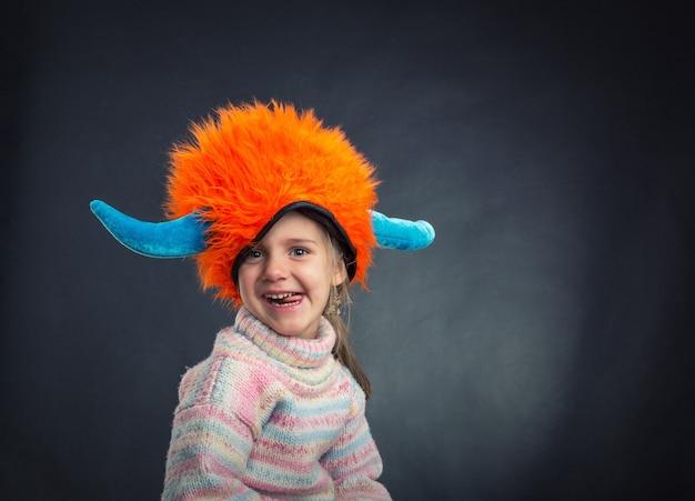 Mała dziewczynka w kapeluszu
