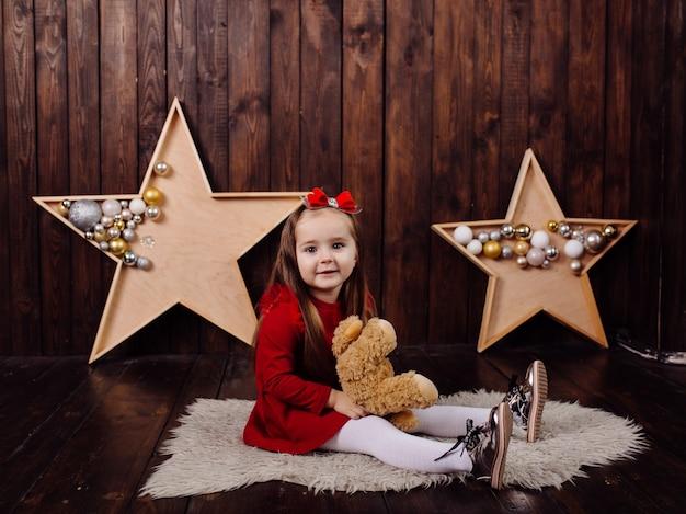 Mała dziewczynka w studio
