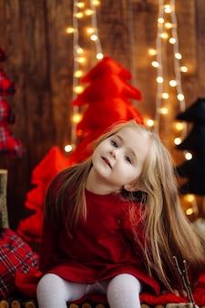 Mała dziewczynka w studiu