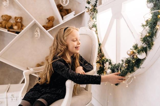 Mała dziewczynka wesołych świąt