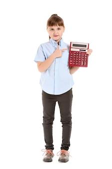 Mała dziewczynka z kalkulatorem na białym tle