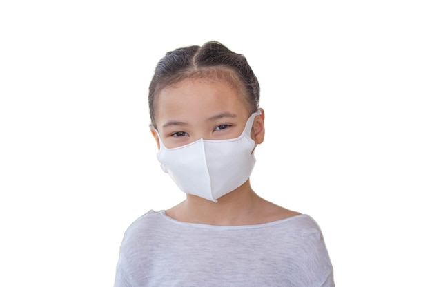 Mała dziewczynka z maską zdrowia chroni wirusa koronowego.