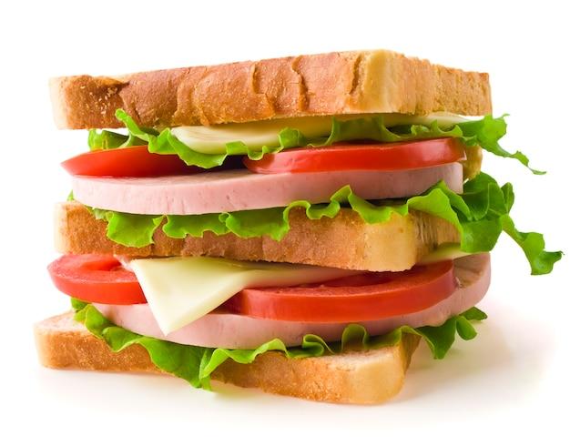 Mała grzanki kanapka odizolowywająca na bielu