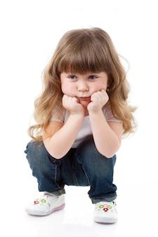 Mała kędzierzawa dziewczyna