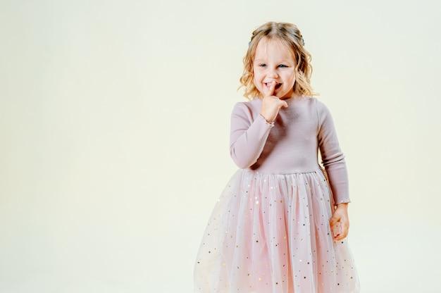 Mała śliczna dziewczyna