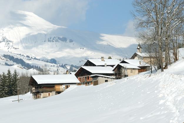 Mała wioska w francuskich alpach