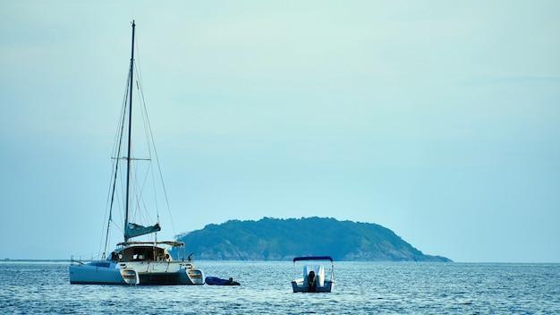 Mała wyspa w pobliżu phuket, tajlandia
