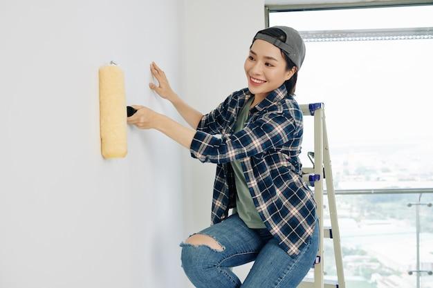 Malarz ścienny do gruntowania ścian