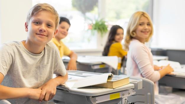 Małe dzieci w szkole