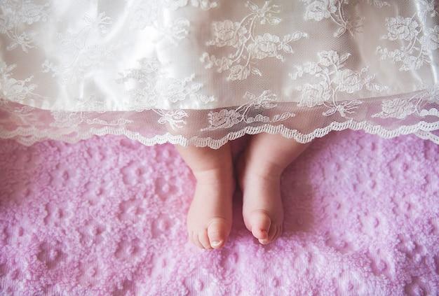 Małe dziewczynki nogi