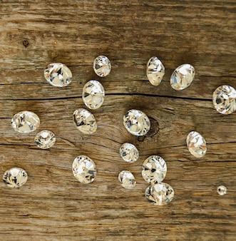 Małe kawałki diamentów