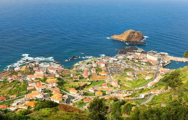 Małe miasteczko nad morzem