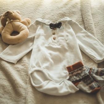 Małe ręcznie robione ubrania dla dzieci. noworodki. jedność, ochrona i szczęście