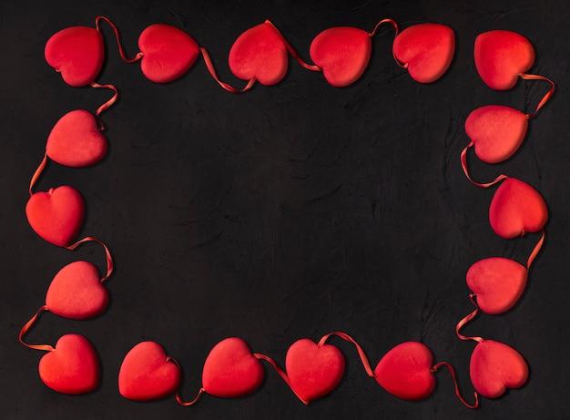 Małe serca tworzące prostokąt na walentynki