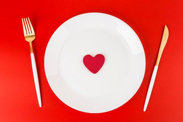 Małe serce na talerzu