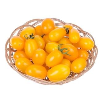 Małe żółte pyszne świeże pomidory cherry śliwkowe.