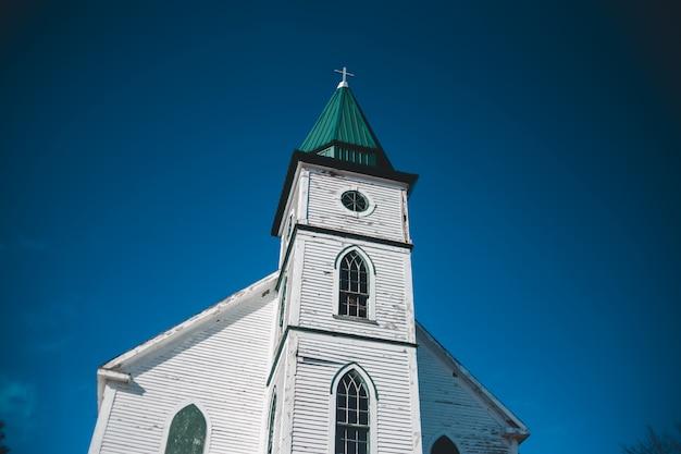 Malowana na biało i zielono katedra