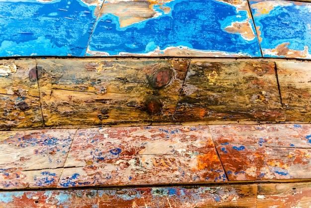 Malowane drewniane deski w różnych kolorach w wieku, naturalne tekstury tła.
