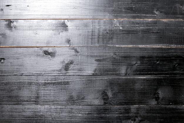 Malowane na czarno drewniane