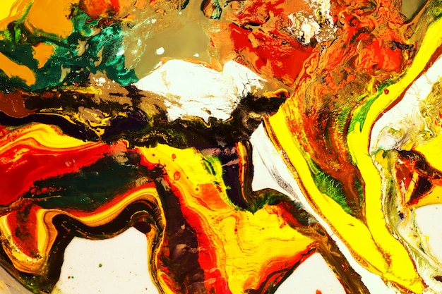 Malowanie kolorami może być wykorzystywane jako modne tło dla plakatów, kart, zaproszeń, tapet.