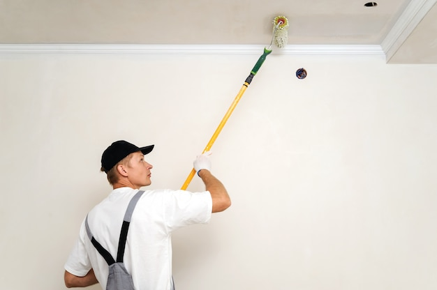 Malowanie ścian i sufitów