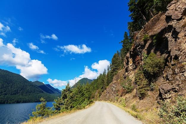 Malownicza Droga W Górach Premium Zdjęcia