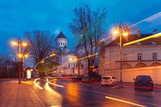 Malownicza ulica w nocy, wilno, litwa
