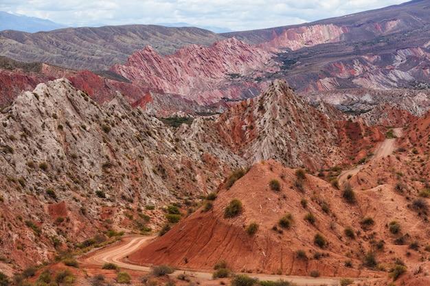Malownicze krajobrazy północnej argentyny. piękne inspirujące naturalne krajobrazy.
