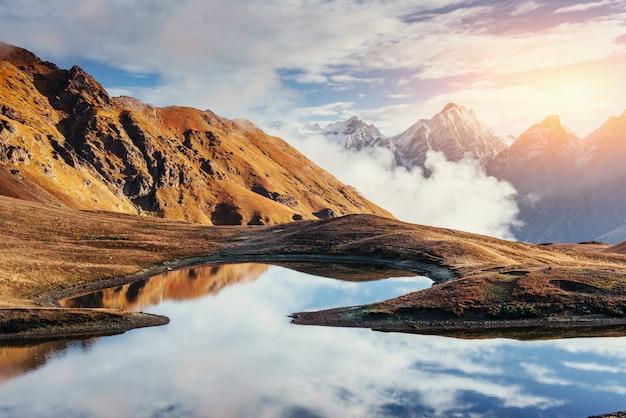 Malowniczy krajobraz gór. górna swanetia