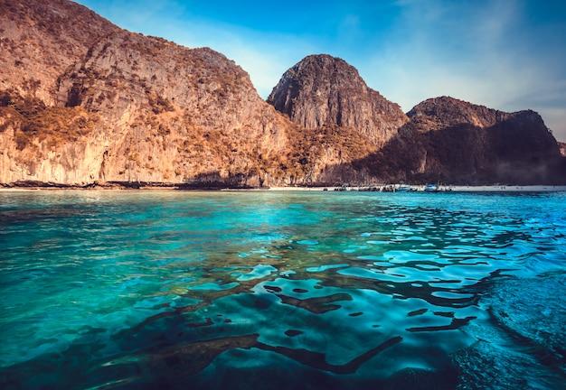 Malowniczy krajobraz morski.