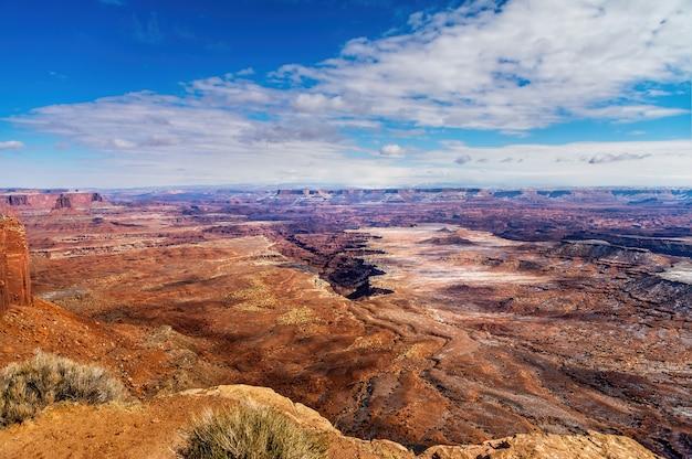 Malowniczy krajobraz parku narodowego canyonlands w stanie utah