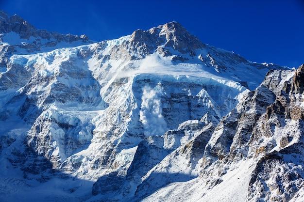 Malowniczy widok na góry, region kanchenjunga, himalaje, nepal.