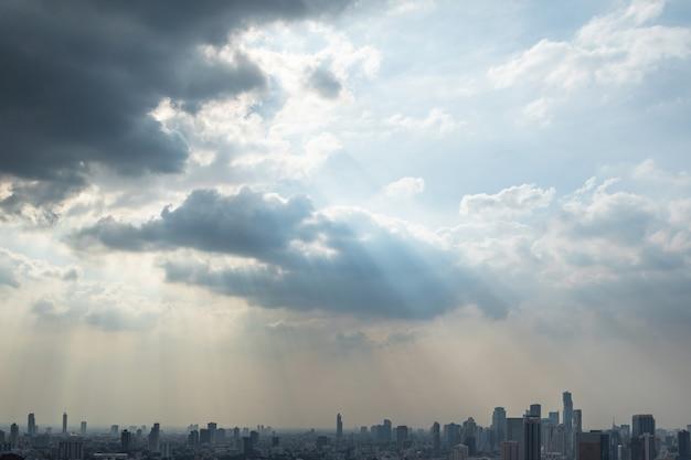 Malowniczy widok na nowoczesne miasto bangkok