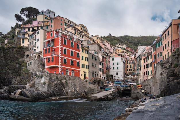 Malowniczy widok na riomaggiore, cinque terre, włochy