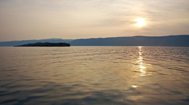 Maloye bardziej cieśnina. wyspa olkhon