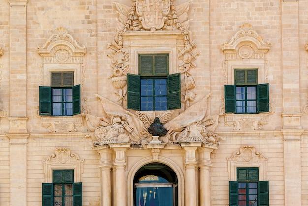 Malta architektura rzeźby na fasadach budynków i architektura wyspy