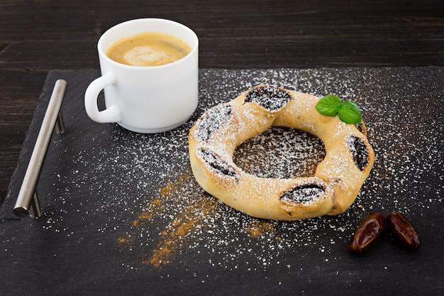 Maltański qaghaq tal-ghasel tradycyjny boże narodzenie deser na malta