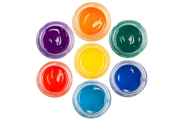 Maluj w szklanych słojach na odosobnionym