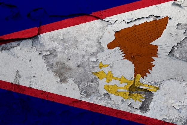 Malująca flaga państowowa amerykański samoa na betonowej ścianie