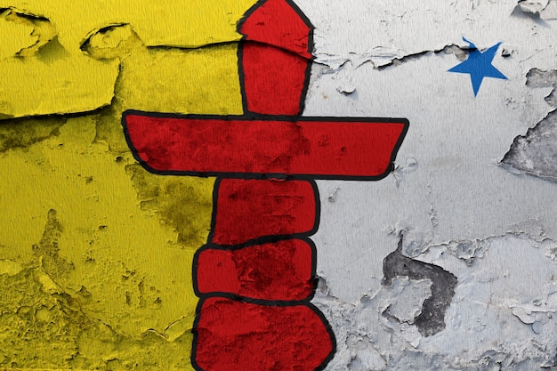 Malująca flaga państowowa nunavut na betonowej ścianie