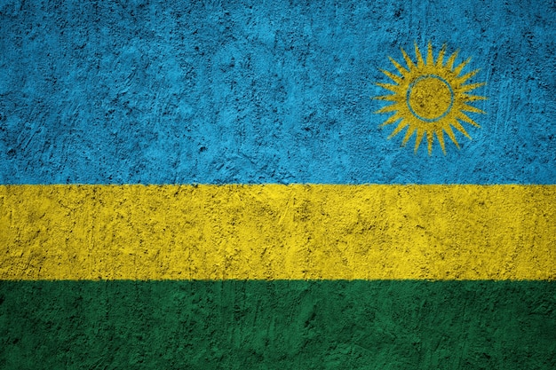 Malująca flaga państowowa rwanda na betonowej ścianie