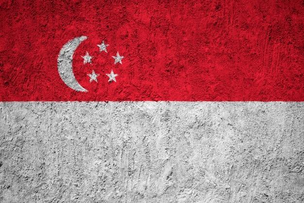 Malująca flaga państowowa singapur na betonowej ścianie