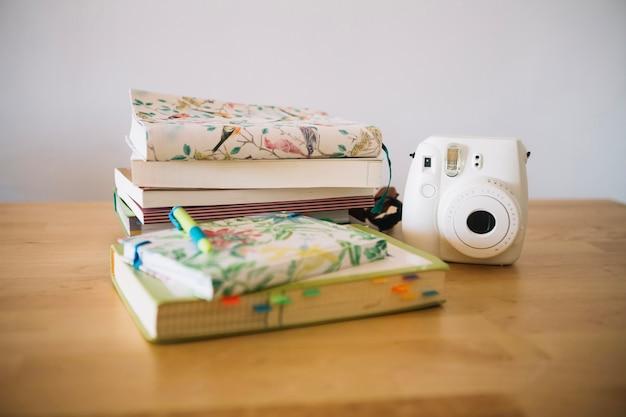 Mały aparat i notebooki