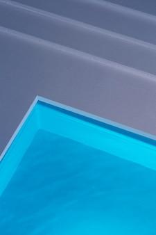 Mały basen z widokiem z góry