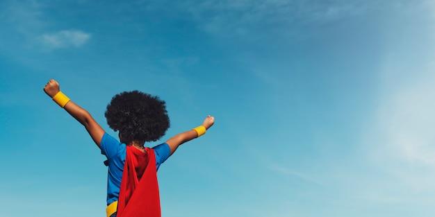 Mały chłopiec super hero concept