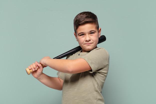 Mały chłopiec zły wyraz koncepcji baseballu
