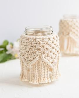 Mały szklany wazon słoik świecznik z pokrywą makramy w stylu boho czeski wystrój domu ślub