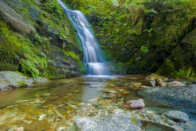 Mały wodospad w valle pesio